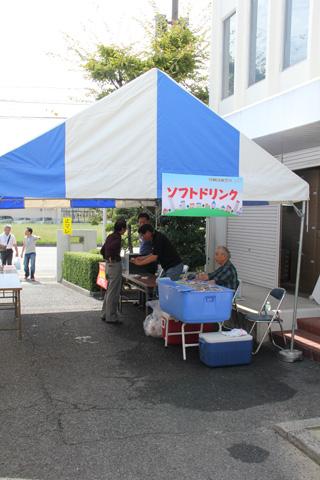 印刷団地祭りのソフトドリンクコーナー