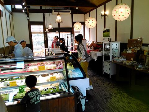 上野原チーズケーキ店内