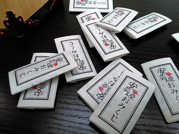 千羽鶴再生紙を使ったおみくじで販促ツール
