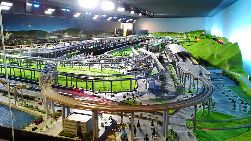 巨大な鉄道のジオラマ